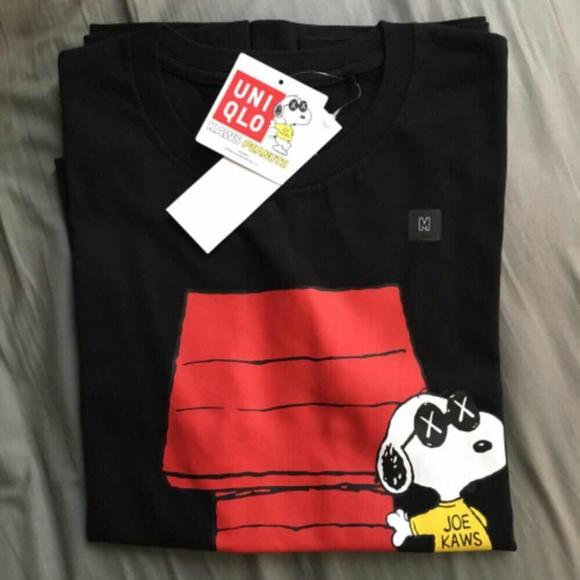 1b84a6f5172251 Kaws x Peanuts Uniqlo Black Snoopy Tshirt